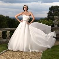 Kır Düğünü İçin Gelinlik Modeli Seçimi 5 200x200 Kır Düğünü Nasıl Bir Gelinlik Seçilmeli ?